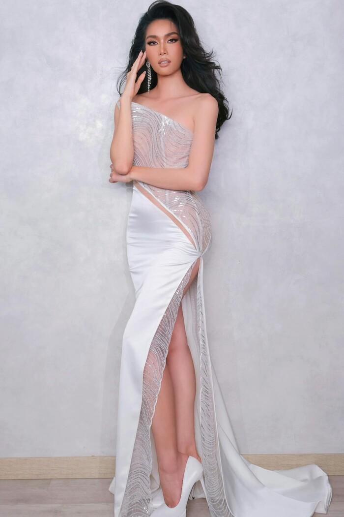 Á hậu Phương Anh 'demo' layout chuẩn Tây để tới Miss International: Fan kẻ thích - người chưa hài lòng?