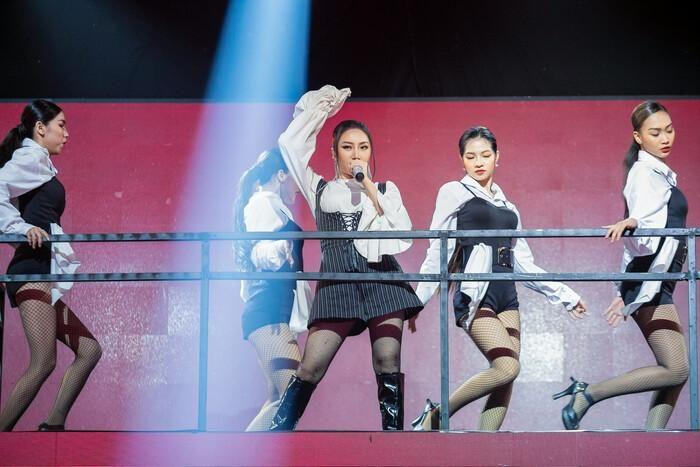 Lona Kiều Loan hát lại hit OK của Binz, rồi tính làm 'bad girl' hay gì?