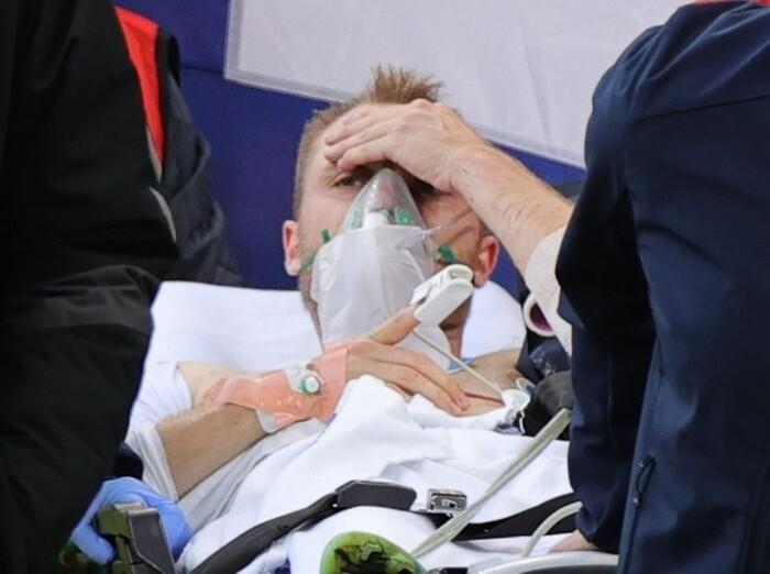 Tình hình sức khỏe cầu thủ đột quỵ trên sân gây ám ảnh ở EURO 2020