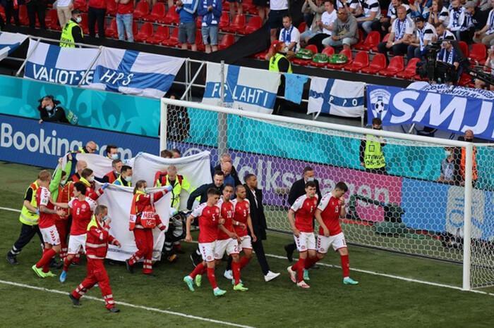 Khoảnh khắc Christian Eriksen đột quỵ trên sân khiến đồng đội, cổ động viên bật khóc