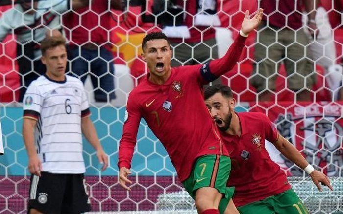 Ronaldo liên tiếp lập kỷ lục, động viên đồng đội sau trận thua 'điên rồ' trước Đức