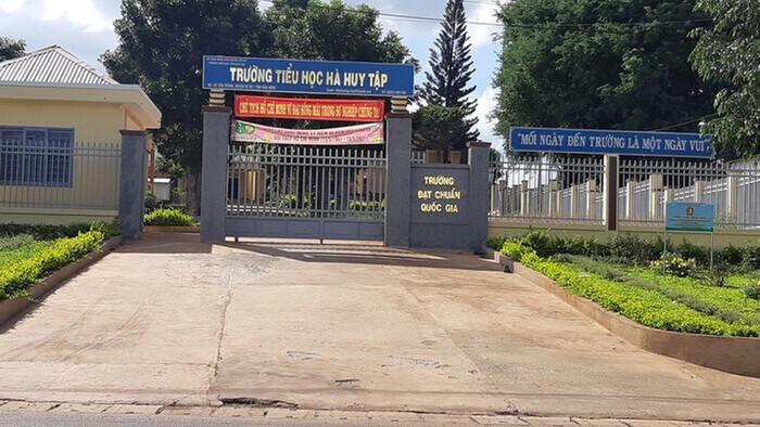 Thông tin mới vụ hiệu trưởng 'giam' học bạ học trò nghèo vì không đóng tiền quỹ