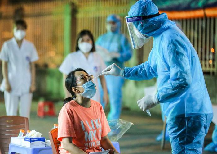 Hà Nội liên tiếp ghi nhận các ca dương tính SARS-CoV-2 liên quan đến hiệu thuốc Tâm Đức - Ảnh: Ngô Nhung