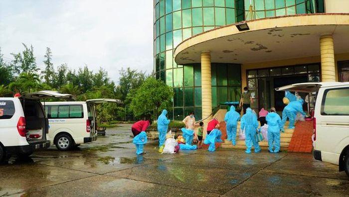 Ngành y tế Quảng Bình chuyển bệnh nhân Covid-19 về khu điều trị không triệu chứng tại khách sạn Phú Quý
