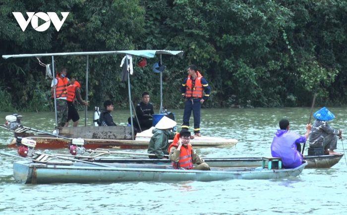 Tìm thấy t h i   t h ể 2 n ạ n nhân vụ lật thuyền ở lòng hồ thủy điện Plei Krông