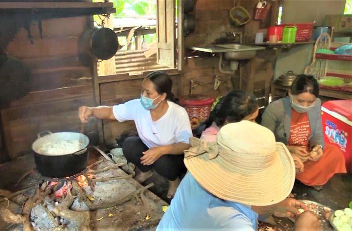 Bếp ăn buôn làng lan tỏa tình yêu thương, nghĩa đồng bào