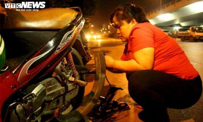 'Bông hồng đêm' của đội Cứu hộ xe máy Hà Nội