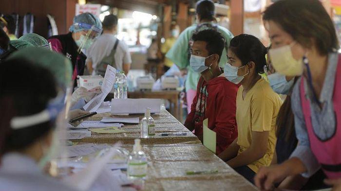 Ca mắc COVID-19 lây lan nhanh chóng, Thái Lan ra sức dập dịch