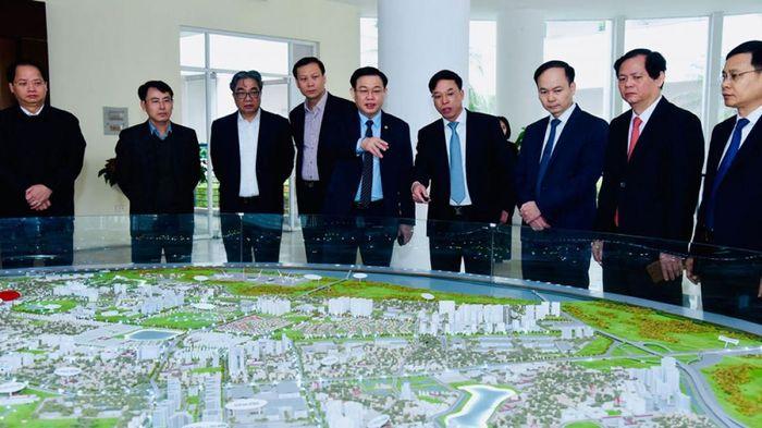 Bí thư Thành ủy Hà Nội: Tìm giải pháp để quận Long Biên phát triển bức phá hơn