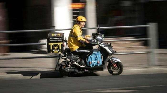 Tài xế Trung Quốc: 'Chúng tôi như bán mạng để giao hàng'