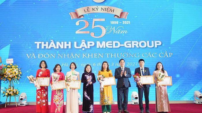 Bệnh viện Đa khoa Medlatec kỷ niệm 25 năm thành lập
