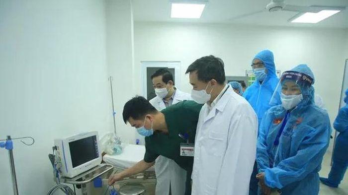 Bộ Y tế tiến hành họp rút kinh nghiệm sau buổi tiêm vaccine COVID-19 đầu tiên