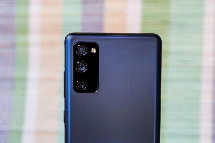 Samsung Galaxy S20 FE chip Snapdragon 865 giảm giá 'sập sàn' tại Việt Nam