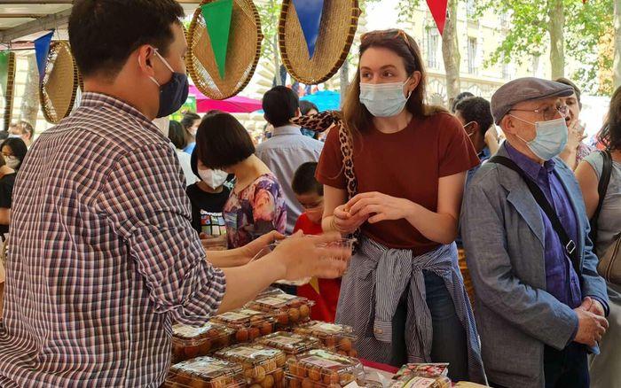 Vải thiều Việt Nam gây ấn tượng mạnh mẽ tại Paris, Pháp