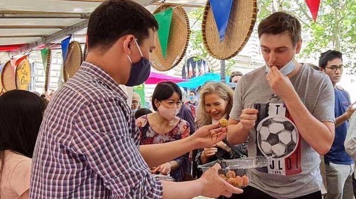 Không chỉ ở Hà Lan, người tiêu dùng Pháp cũng hào hứng với vải thiều Việt Nam