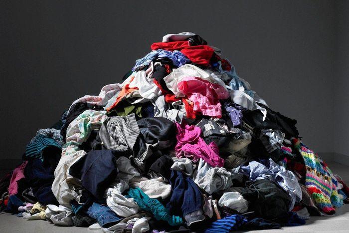 Câu chuyện kinh dị về bãi rác thời trang nhanh