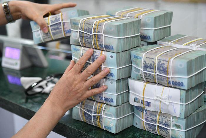Ngân hàng bơm ròng gần 470.000 tỷ đồng sau nửa năm