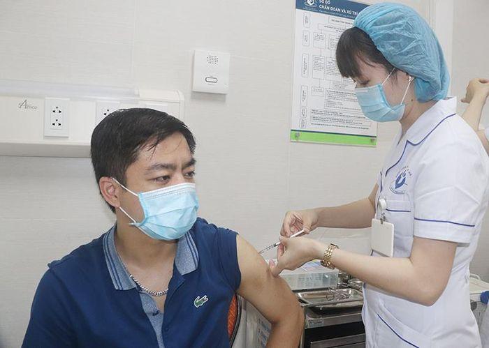 Không nên chờ đợi, trì hoãn tiêm vaccine Covid-19