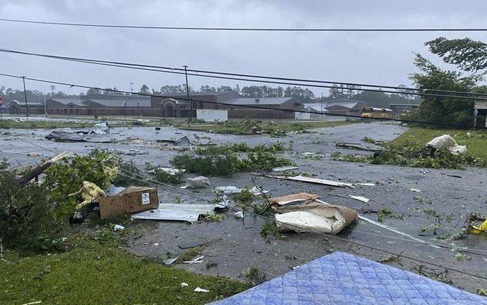 Mỹ: Tai nạn liên hoàn do áp thấp nhiệt đới, nhiều trẻ em tử vong