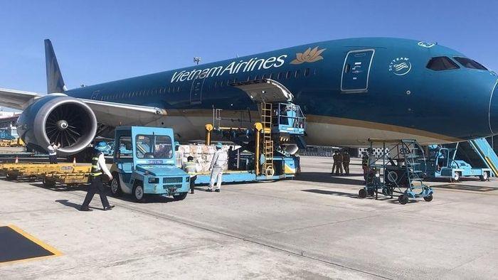 Vietnam Airlines vận chuyển thành công 500.000 liều vaccine Vero Cell của Sinopharm về đến Hà Nội