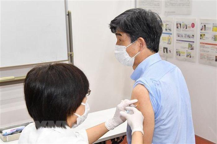 Nhật Bản bắt đầu tiêm chủng đồng bộ tại nơi làm việc trên cả nước