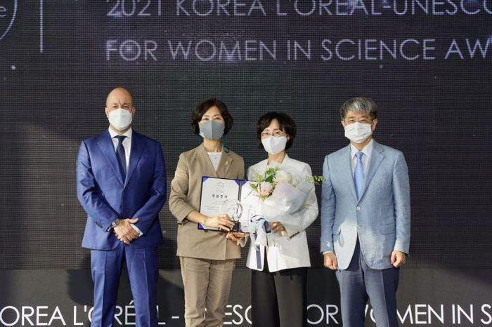 Giải thưởng L'Oreál–UNESCO Hàn Quốc vì sự phát triển phụ nữ trong khoa học gọi tên GS. Lee You-mie