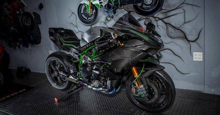 Cận cảnh Kawasaki Ninja H2 độ khủng nhất Việt Nam
