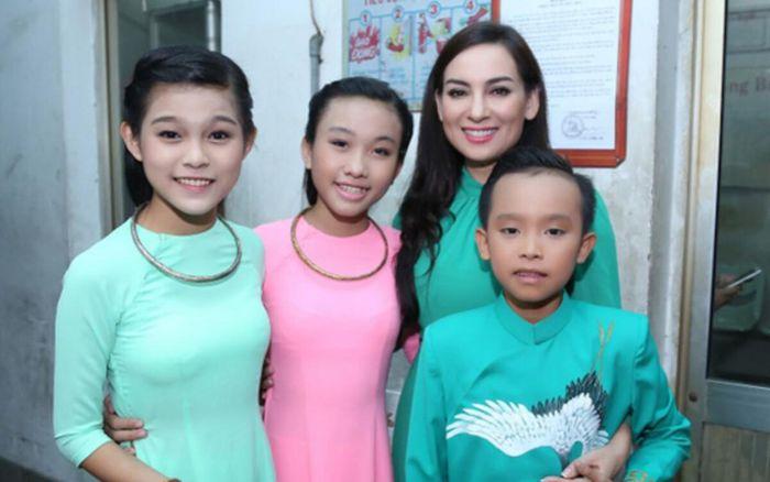 Quản lý hé lộ 2 con nuôi của Phi Nhung chịu nhiều thiệt thòi lúc Hồ Văn Cường mới chuyển về sống chung