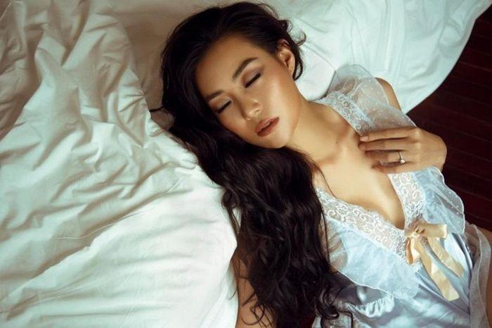 Thanh Hương lột xác quyến rũ, diện váy hững hờ trong bộ ảnh mới