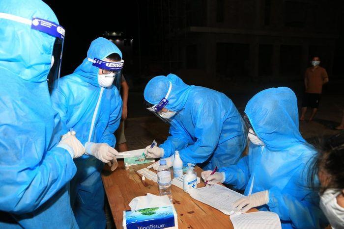 Nghệ An khẩn cấp tìm người đến những địa điểm có ca mắc COVID-19 chưa rõ nguồn lây