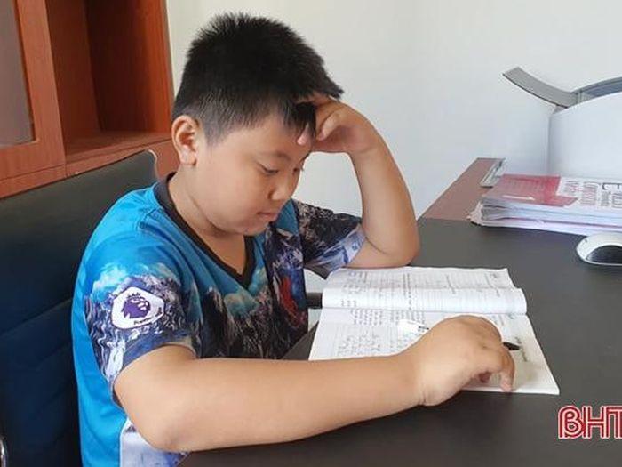 Gặp cậu bé Hà Tĩnh - thí sinh nhỏ tuổi nhất Việt Nam đạt điểm tuyệt đối chứng chỉ Cambridge Flyers