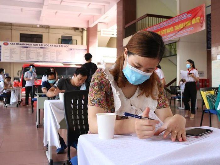 Hiến máu giải cứu nguồn máu đang cạn kiệt do dịch COVID-19