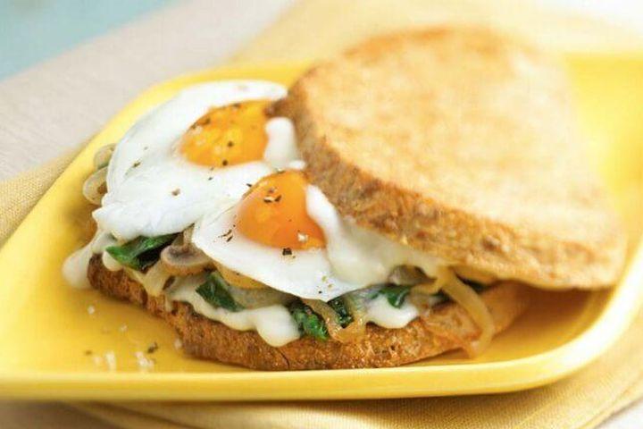 10 phút xong ngay bánh mì sandwich kẹp trứng cho bữa sáng đầy đủ dinh dưỡng - Báo Gia Đình Việt Nam