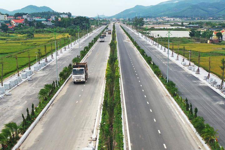 Đường nối KCN Cái Lân qua KCN Việt Hưng với cao tốc Hạ Long - Vân Đồn đã hoàn thành thi công tuyến trục chính tạo điều kiện thuận lợi cho doanh nghiệp đầu tư